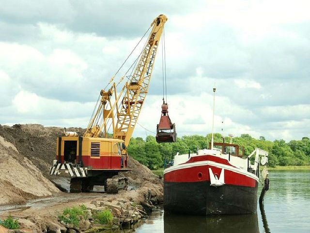 "The sand barge ""Libertas"" discharging her cargo by grab. Lough Neagh, Northern Ireland"