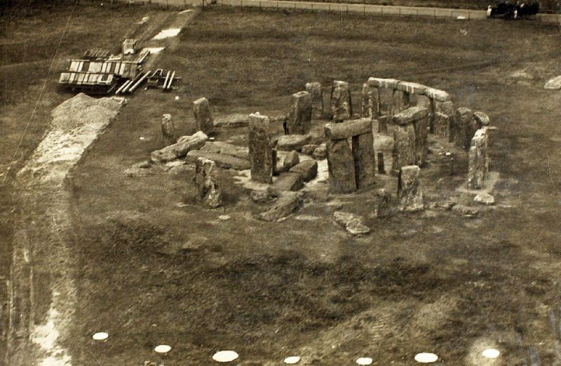 Old monochrome image of Stonehenge in disrepair, early 20th century