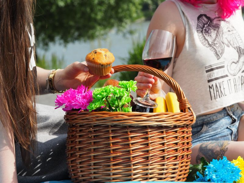Plastic free picnic basket for two
