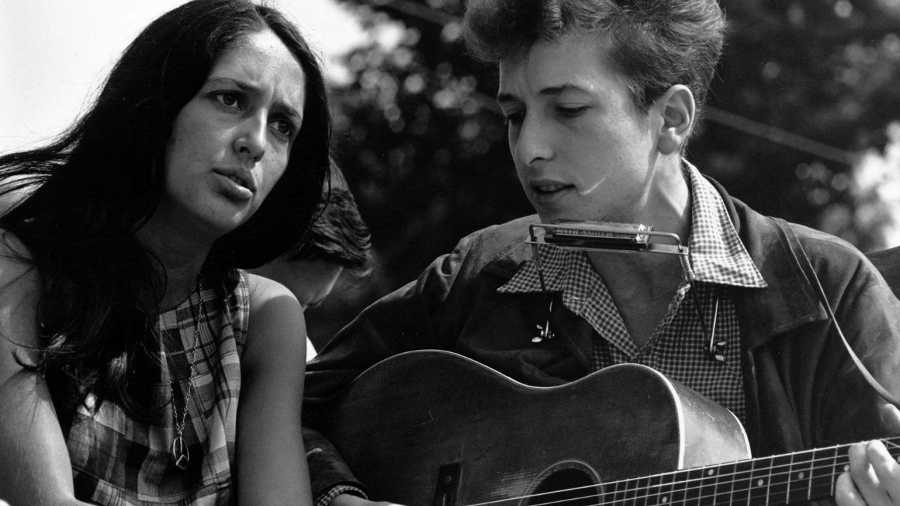 Joan Baez and Bob Dylan singing together at Washington civil rights march, August 1963