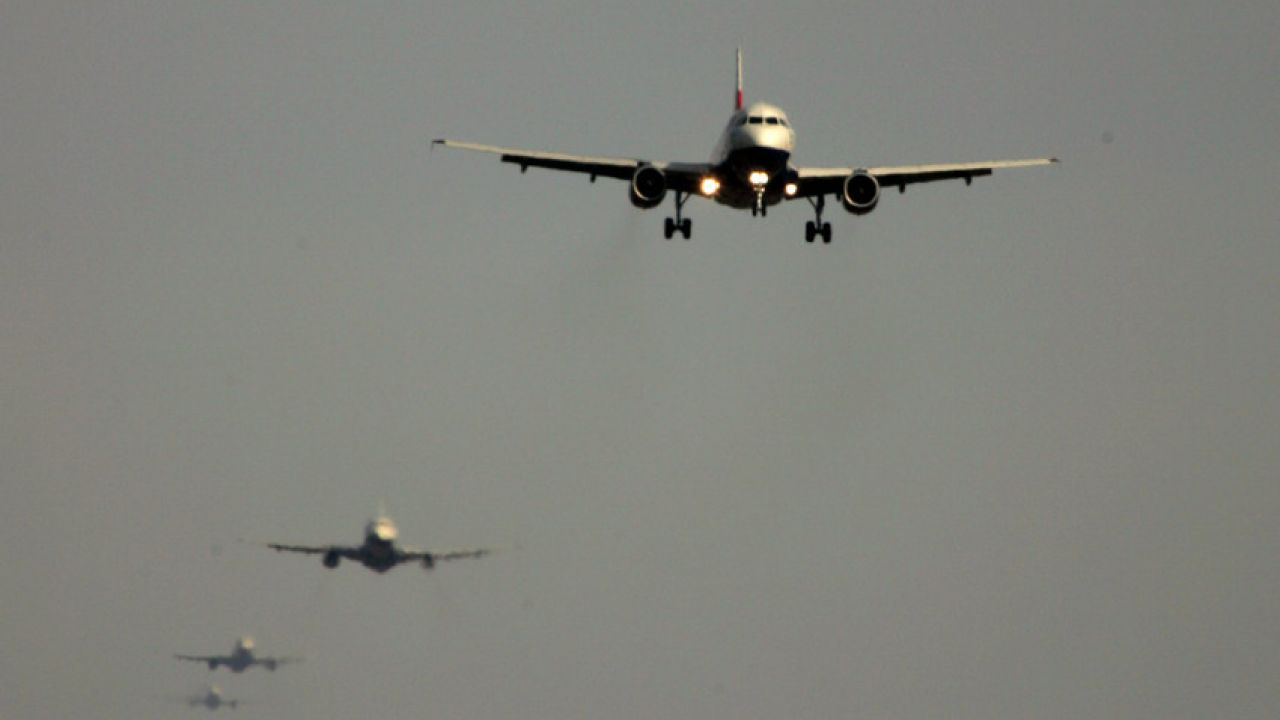 photo of planes flying near Heathrow