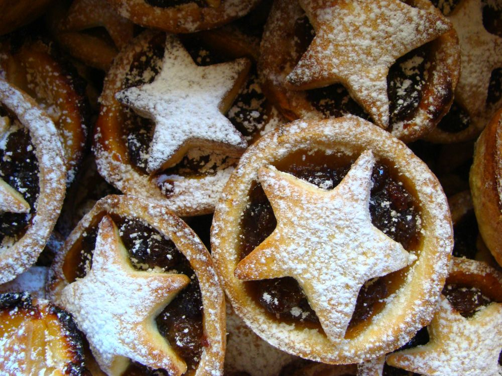 Plastic-free homemade mince pies with a star-crust design, dusted with icing sugar
